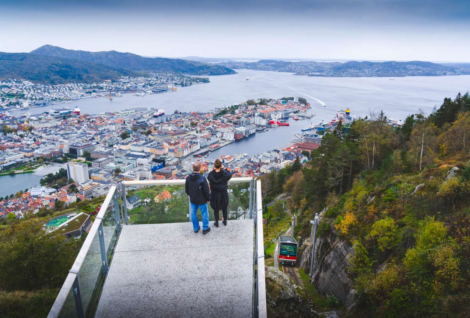 Go on a workation in the Bergen region - view of Bergen from Mount Floyen